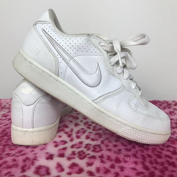06 WHITE NIKE AIR FORCE ONES